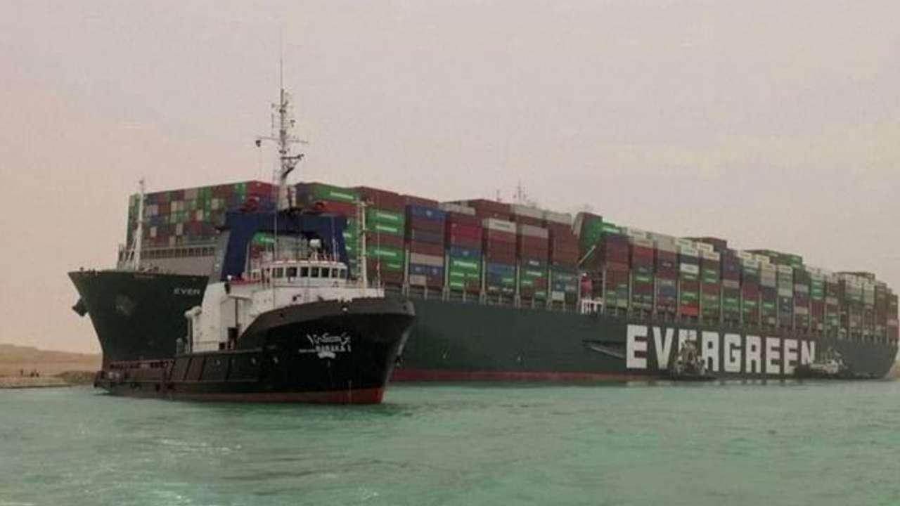 Navio Canal de Suez
