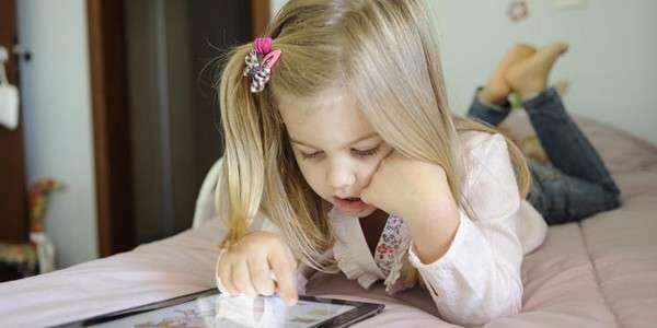 Crianças viciadas em eletrônicos aumenta na pandemia