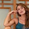 Sem maquiagem, Paolla Oliveira posta foto de biquíni florido e encanta seguidores: 'musa'