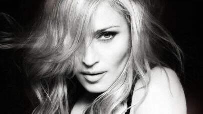 Madonna aparece só de lingerie em ensaio fotográfico e web vai à loucura