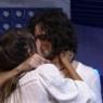 """BBB21: Após pressão, Fiuk e Thaís se beijam na festa do líder: """"Vamos acabar com isso logo"""""""