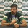 """Abel Ferreira teme surto de Covid-19 no Palmeiras e lamenta situação brasileira: """"Assusta a quantidade de mortos"""""""