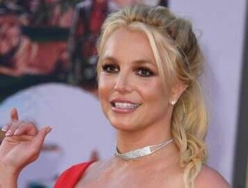 Britney Spears posta foto ao lado dos filhos e dá o que falar na web