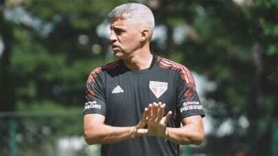 Hernán Crespo vive indecisão para definir trio de zaga para estreia da Libertadores
