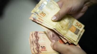 Governo pretende elevar a média do Bolsa Família para R$ 250, diz Bolsonaro