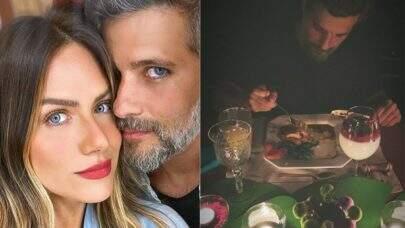Gio Ewbank e Bruno Gagliasso comemoram 11 anos casados com jantar romântico