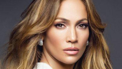 Jennifer Lopez exibe corpão de body e arranca suspiros dos fãs