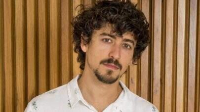 Jesuita Barbosa posta semi nudes em rede social e leva fãs à loucura