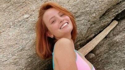 """Larissa Manoela celebra o Dia da Terra curtindo banho de cachoeira: """"Preservar"""""""
