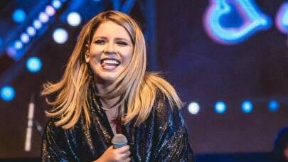 """Marília Mendonça comenta sobre a 'Serenata Live': """"Arrancando os cabelos de ansiedade"""""""