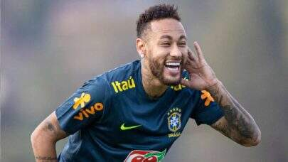 """Neymar se pronuncia sobre rumores de affair e ironiza: """"Esqueceram de avisar o pai"""""""