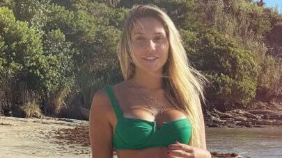 """Carolina Portaluppi dá boa noite aos seguidores com clique na cama e dispara: """"Sou feliz assim"""""""