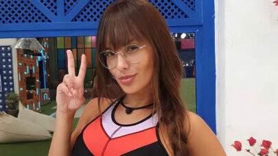 """Ex-BBB Thaís Braz exibe cliques de novo ensaio e esquenta o clima na web: """"Isso não vi no BBB"""""""