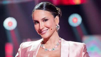 Claudia Leitte relembra todos os looks usados no 'The Voice'