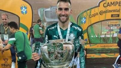 A pedido da comissão técnica, Alan Empereur permanece no Palmeiras após clube comprar os direitos econômicos do atleta