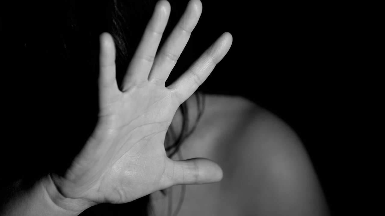Governo de SP faz acordo com o TJ para compra de tornozeleira eletrônica para acusados de violência contra mulher