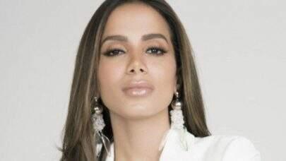 """""""Não confie no Bolsonaro"""", pede Anitta em vídeo de alerta sobre possível acordo climático entre Brasil e EUA"""