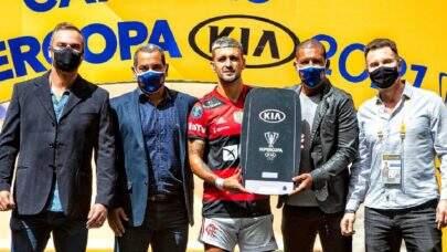 Após ser campeão pelo Flamengo, Arrascaeta é eleito o melhor jogador da Supercopa do Brasil