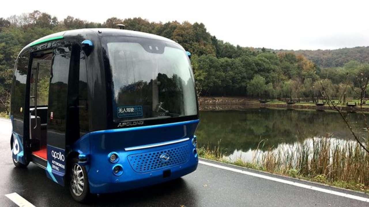 ônibus autônomo azul da Baidu