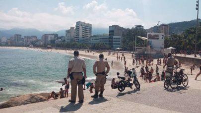 Banhistas desrespeitam regras e se aglomeram em praias de Santos