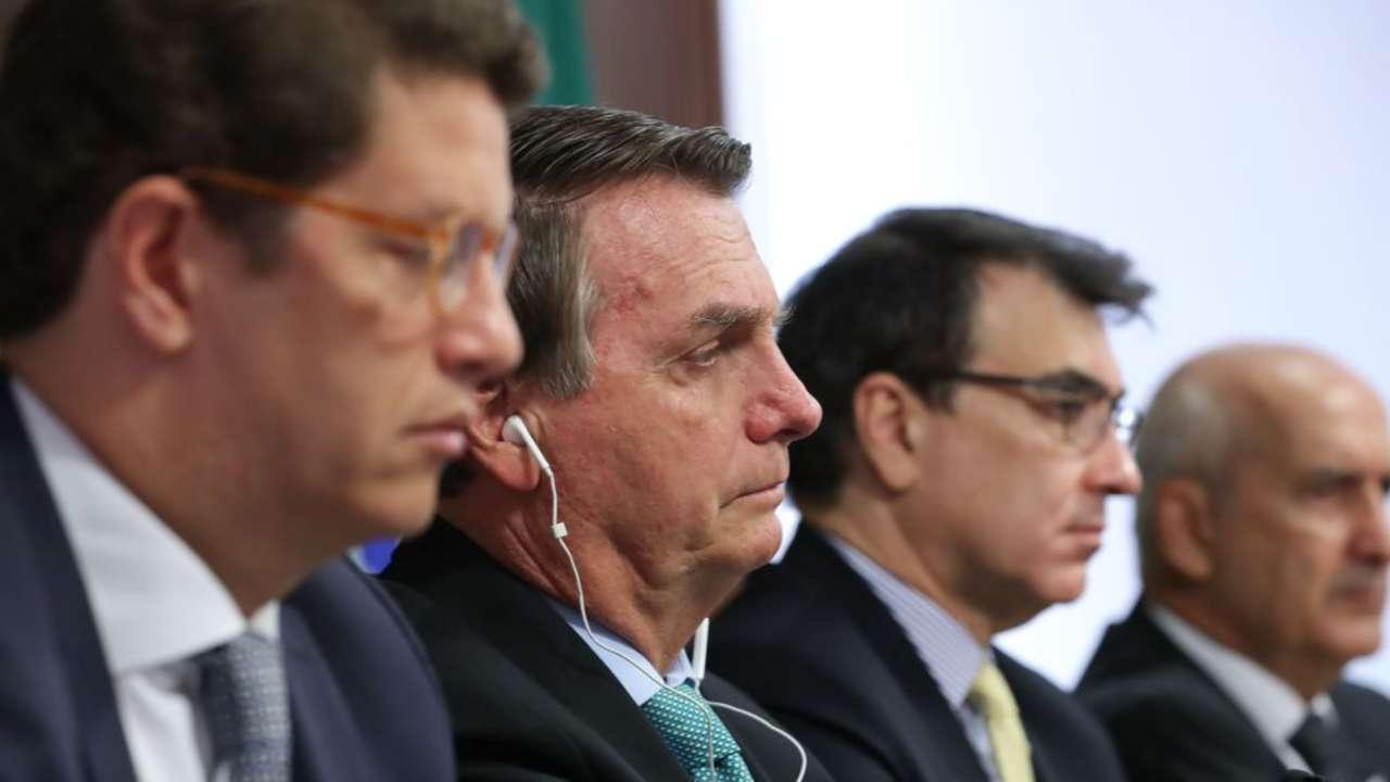 Bolsonaro corta verbas para o meio ambiente mesmo após reunião com Biden sobre o clima