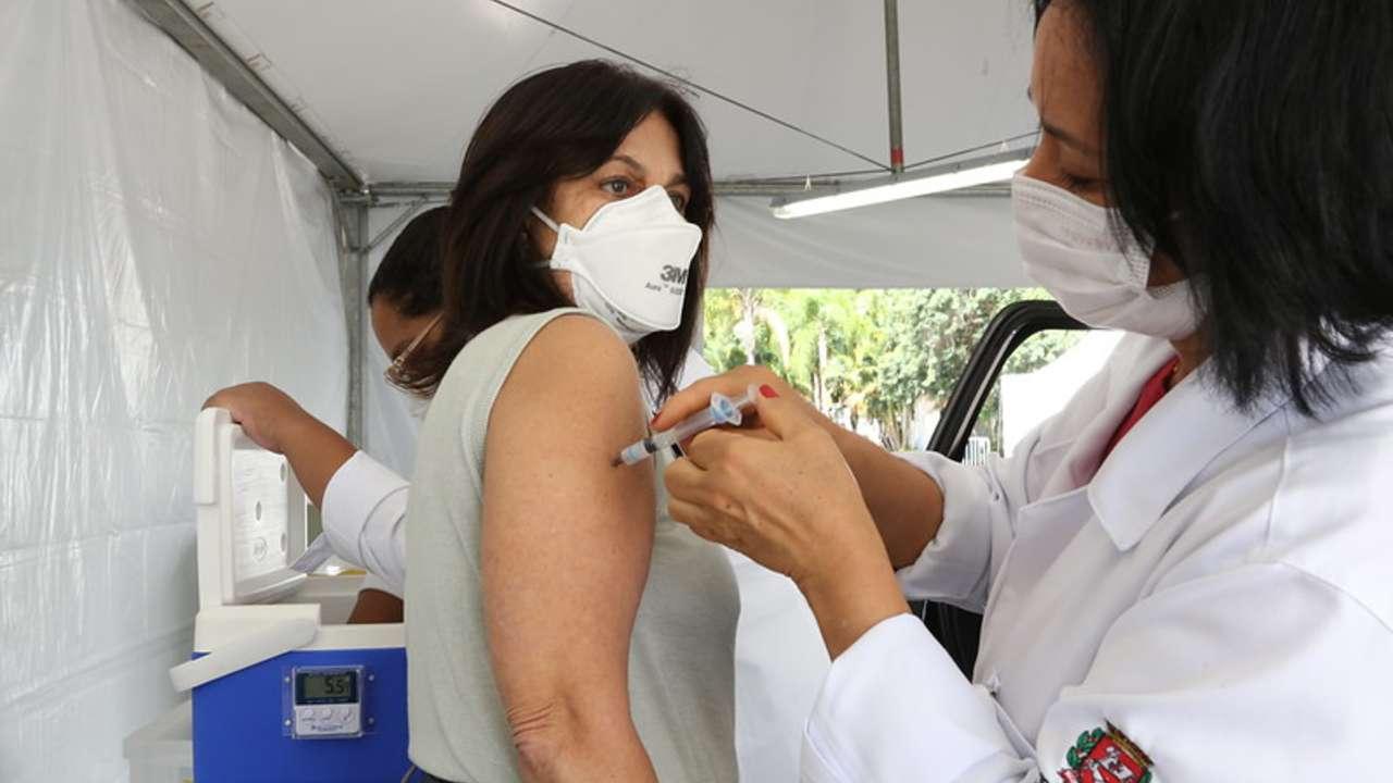 Brasil bate recorde e atinge 1,7 milhões de vacinas em 24h