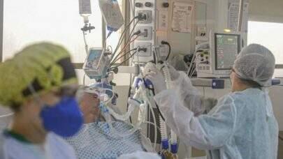Carga viral de internados por Covid-19 está até 10 vezes mais alta, diz médico