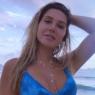 """Carolina Portaluppi posa na beira da piscina e ostenta boa forma: """"Paraíso"""""""
