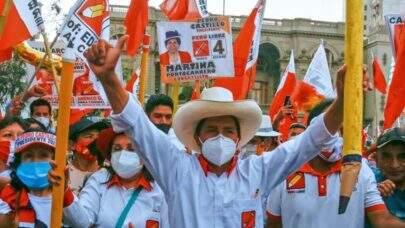 Com metade das urnas apuradas, esquerda lidera com Castillo a eleição no Peru