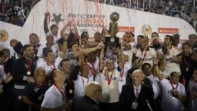 """Corinthians provoca Palmeiras em #tbt: """"Recopa, a gente vê por aqui!"""""""