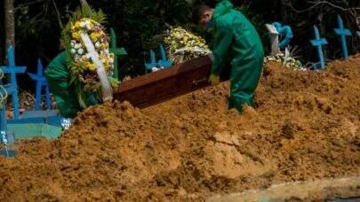 Covid: com 3.459 mortes em 24h, Brasil ultrapassa a marca dos 360 mil óbitos