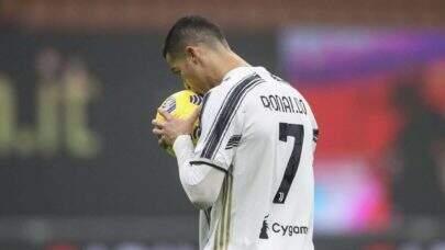 Cristiano Ronaldo topa baixar salário para retornar ao Manchester United, diz jornal