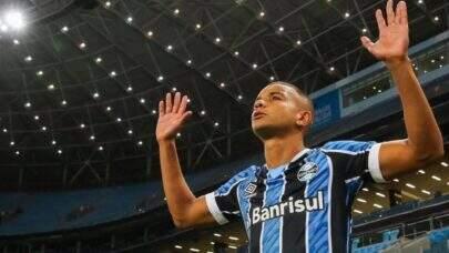 David Braz está livre para fechar com o Fluminense após reincidir contrato com o Grêmio