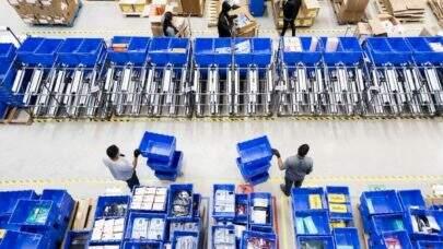 De acordo com o IBGE, setor de serviços cresce 3,7% em fevereiro e supera nível pré-pandemia