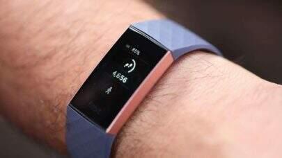 Fitbit lança relógio smartband exibindo muito luxo