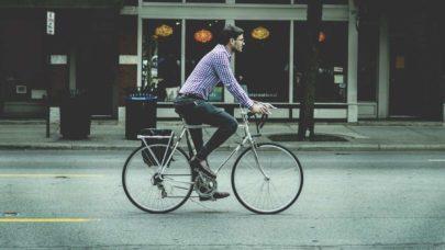 França quer lançar projeto que incentive a troca de carros por bicicletas elétricas