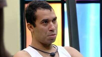 """BBB21: Gilberto revela que mãe sofreu violência doméstica: """"Eu queria muito uma solução"""""""