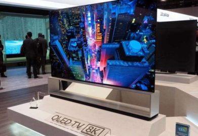 LG lança TV OLED que enrola e desenrola para dentro de uma base, confira