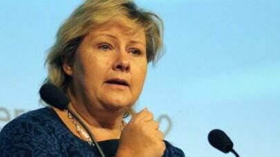 Noruega: polícia multa primeira-ministra devido festa de aniversário na pandemia