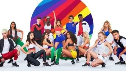 """Now United: Grupo é entrevistado por Larissa Manoela para o """"Fantástico"""" e lançam clipe do single """"Baila"""" em rede nacional"""
