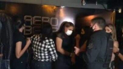 Polícia fecha duas baladas clandestinas com mais de 200 pessoas aglomeradas na Grande SP