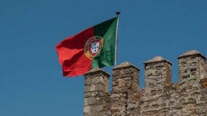 Portugal suspende temporariamente a aplicação da vacina AstraZeneca em menores de 60 anos