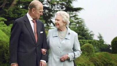 Príncipe Philip é homenageado com salvas de tiros de canhão e funeral é marcado para 17 de abril