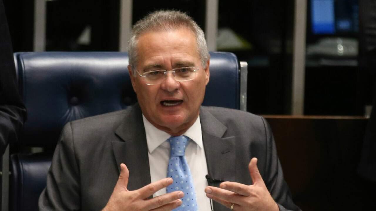 Senador Renan Calheiros em sessão;