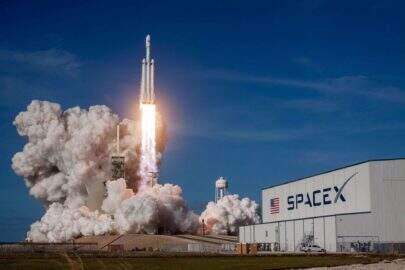 SpaceX, companhia espacial de Elon Musk lança mais 60 satélites Starlink no último mês