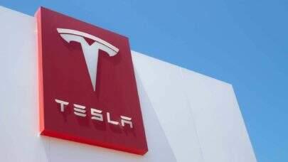 Tesla confirma que alguém estava no banco do motorista quando ocorreu o acidente em Texas