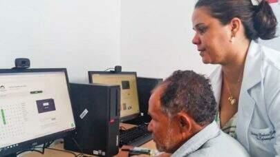 Universidade gaúcha tem projeto de inclusão digital que dá protagonismo aos idosos
