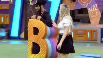 BBB21:Viih avisa Gil que vai indicá-lo ao paredão: 'Fiquei mal, chorei horrores'
