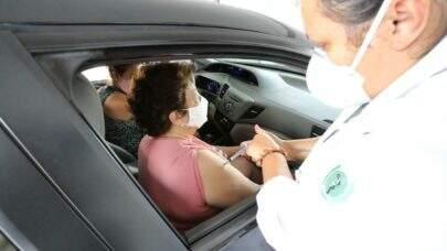 Idosos de 67 anos ou mais começam a ser vacinados em São Paulo a partir desta segunda