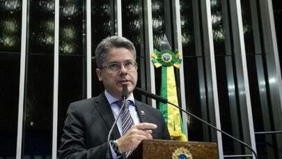Senador pede que a CPI também investigue governadores e prefeitos no enfrentamento da Pandemia